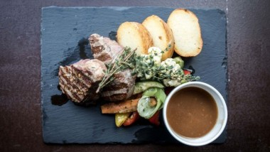 VALGFRI 2-retters menu hos Cafe Phenix