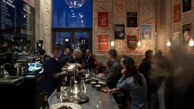 Christianshavn's hemmelige vinbar. Imponerende vin-udvalg og snacks i Michelin klasse.