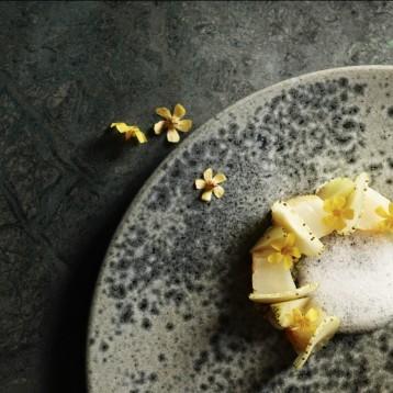 Kender du Michelin-restauranten, der forvandler traditionel dansk mad til kulinarisk kunst?