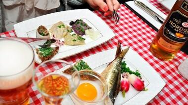 Overdådig og lækker sildebuffet med 13 forskellige slags sild hos Fyrtøjet i Nyhavn