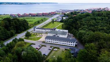 Besøg skønne Hotel Juelsminde Strand på et ophold for 2 inkl. 1-2 nt., middag og morgenbuffet
