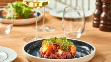 Valgfri 3-retters gourmetmenu med havudsigt ved Vedbæk strand og havn
